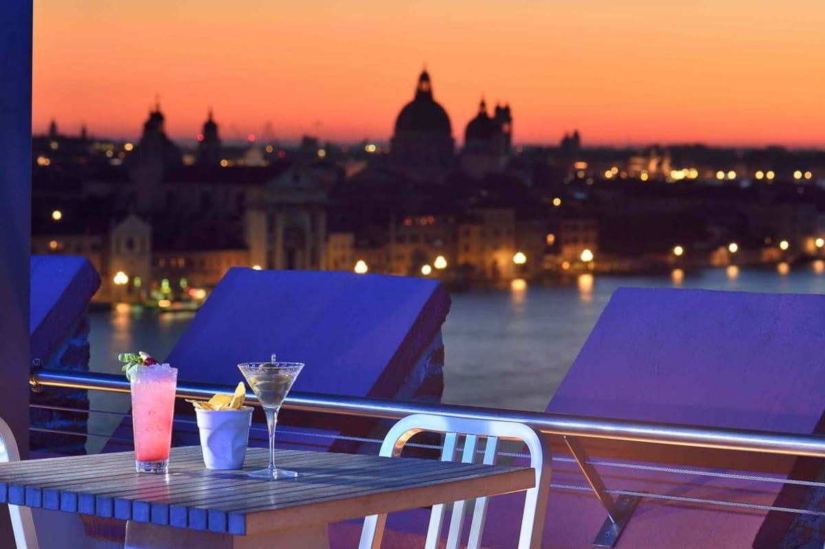 View_Skyline_rooftop_venice_bar_hilton