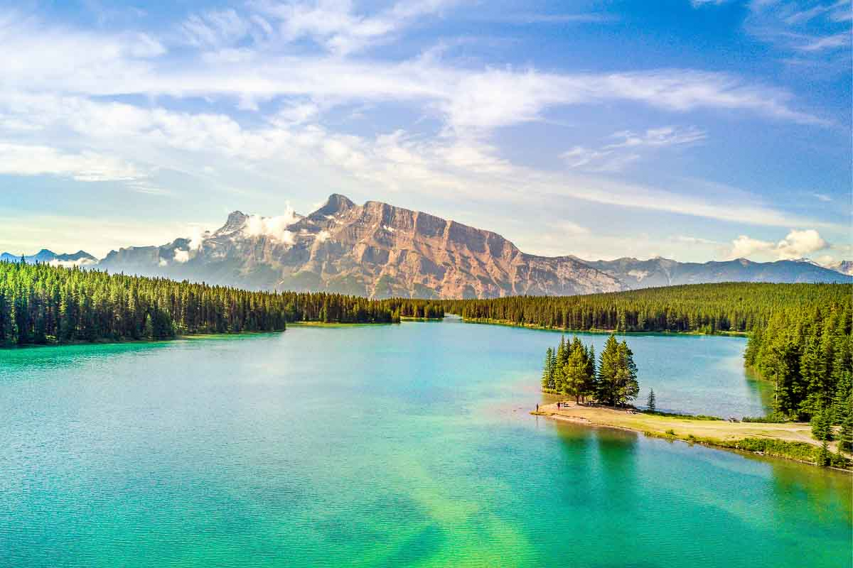 lake minnewanka alberta