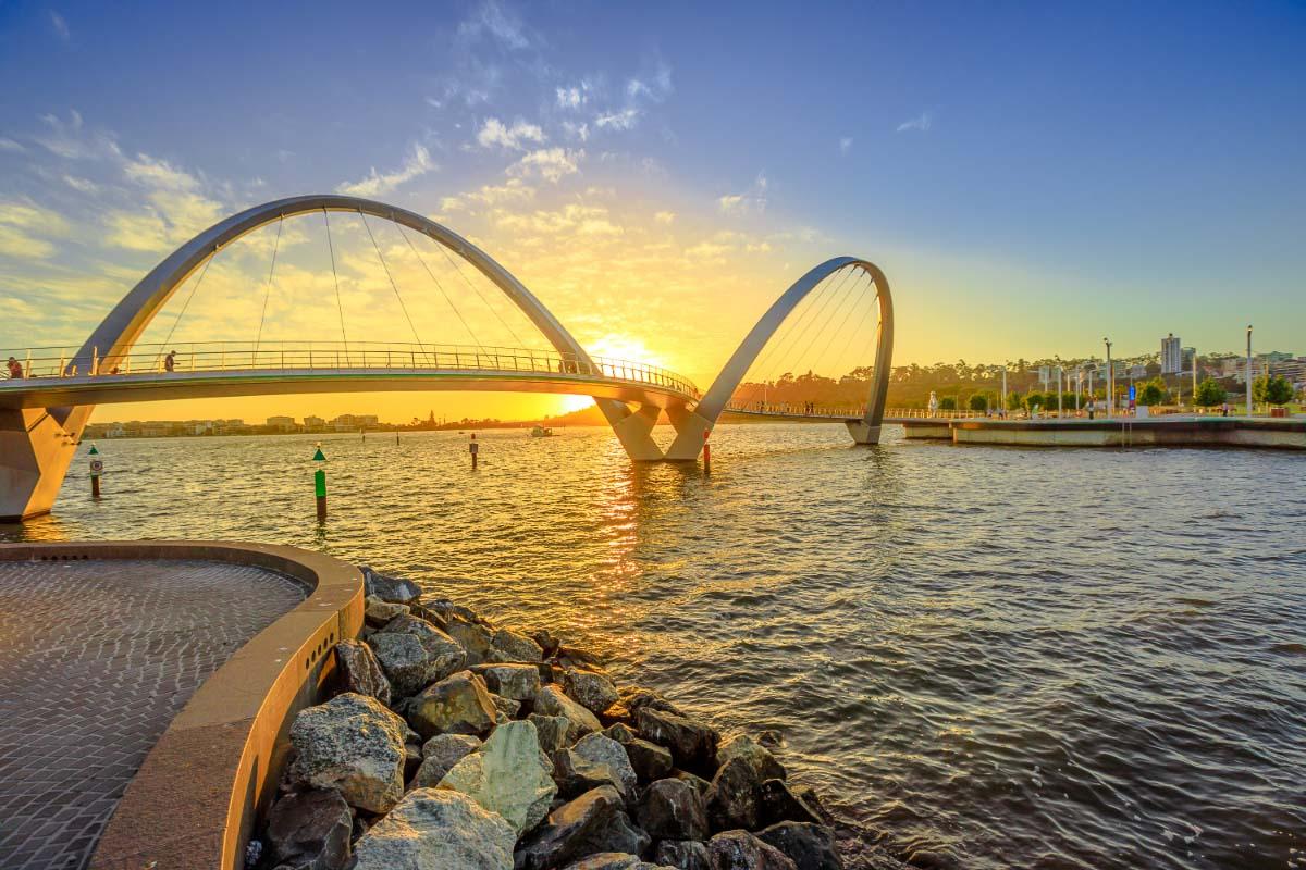 perth sunset elizabeth quay bridge