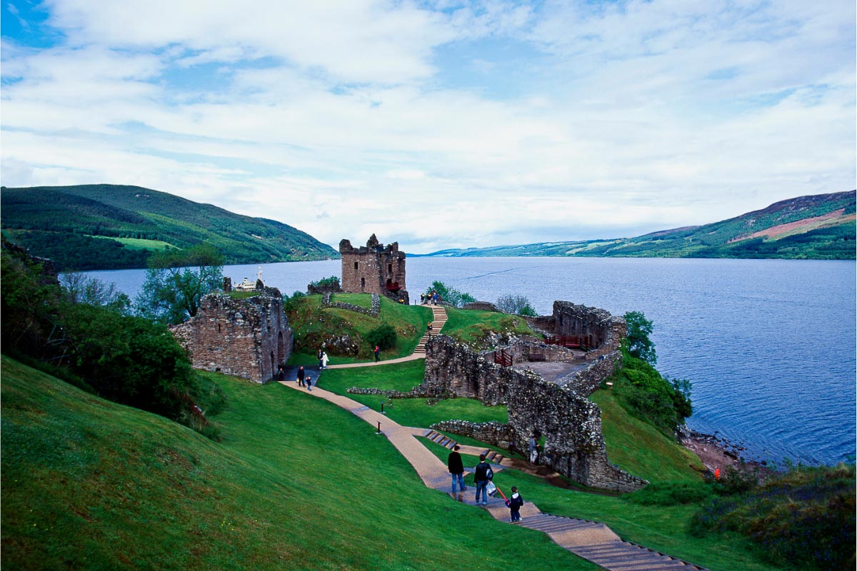 urquhart castle and lochness