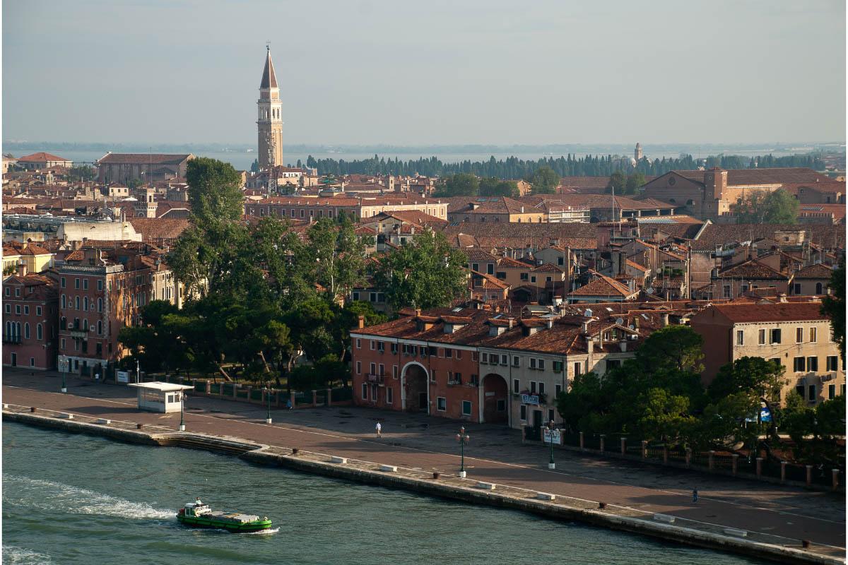 venice-waterfront-promenade-riva-dei-sette-martiri