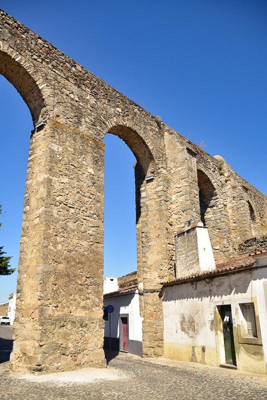aqueduct of evora
