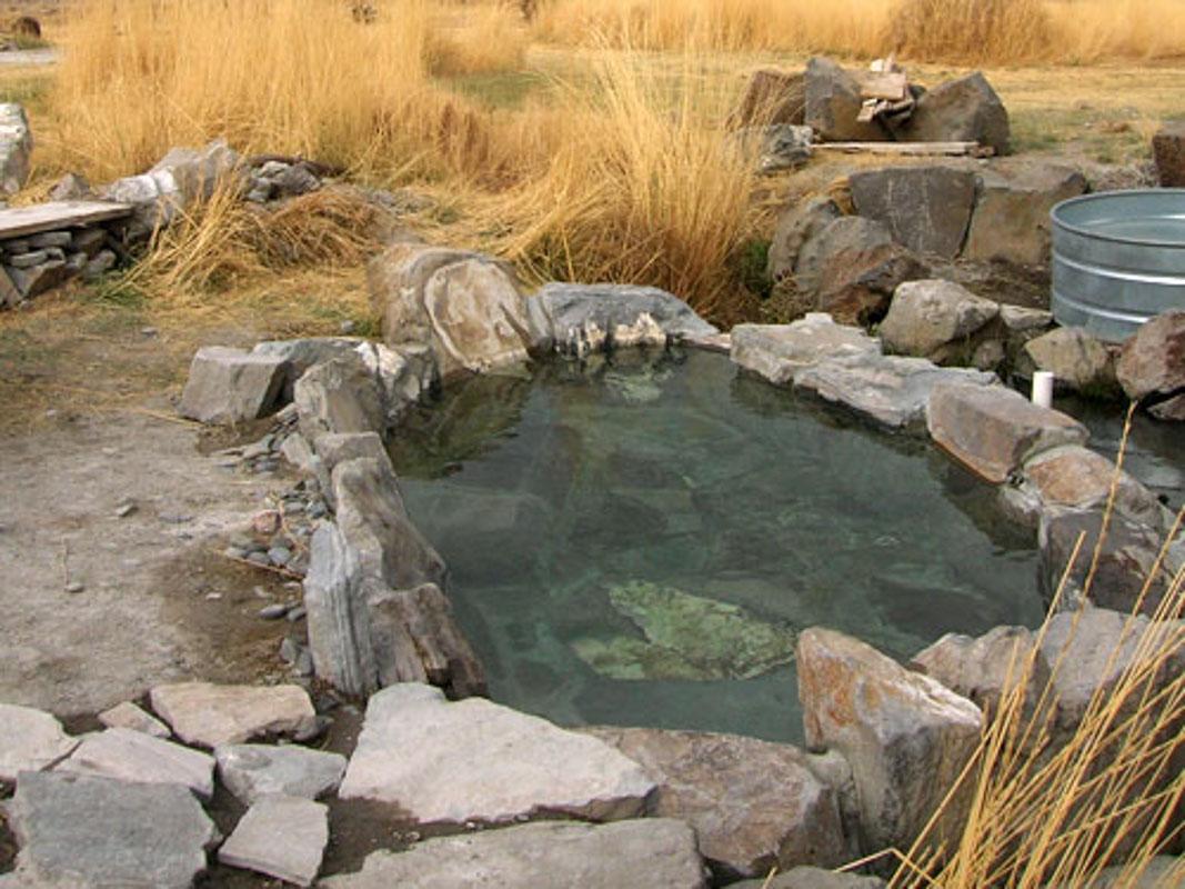 summer-lake-hot-springs-outdoor-pool
